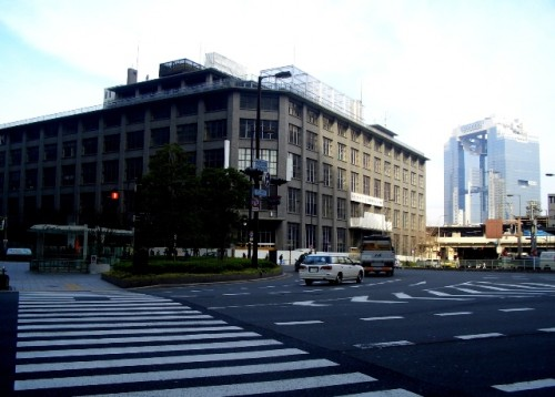 大阪中央郵便局と梅田スカイビル