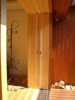 全開できる木製建具(全てひき込んだ状態)