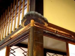 菊月亭雨戸の回転軸上部