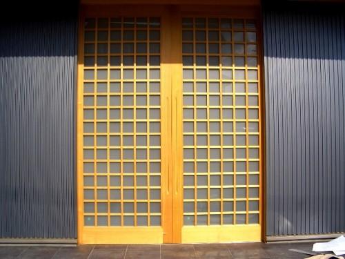 木製建具による内土間への出入口