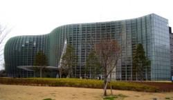 国立新美術館ファサード