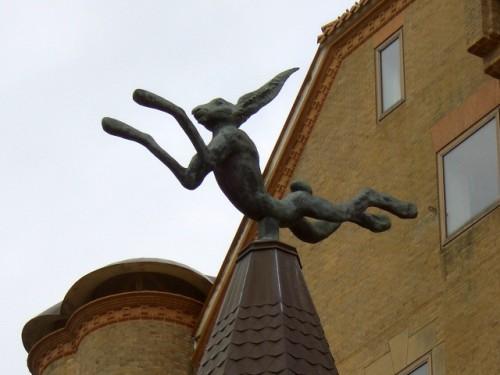 バリー・フラナガンの彫刻・うさぎ(ホテル川久)