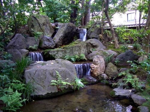 無鄰菴庭園・印象的な三段の滝