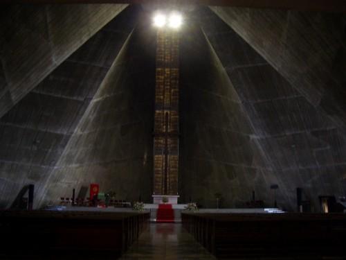 東京カテドラル聖マリア大聖堂・内部