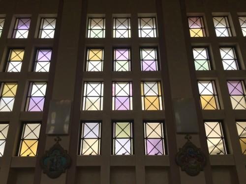 ノートルダムホールステンドグラス